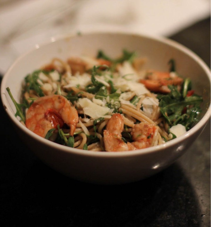 spaghetti with shrimp and arugula